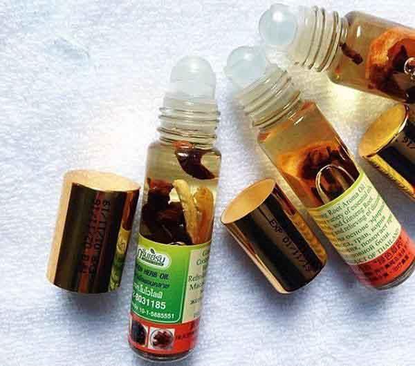 Dầu lăn Thái Lan Green Herb Oil Model