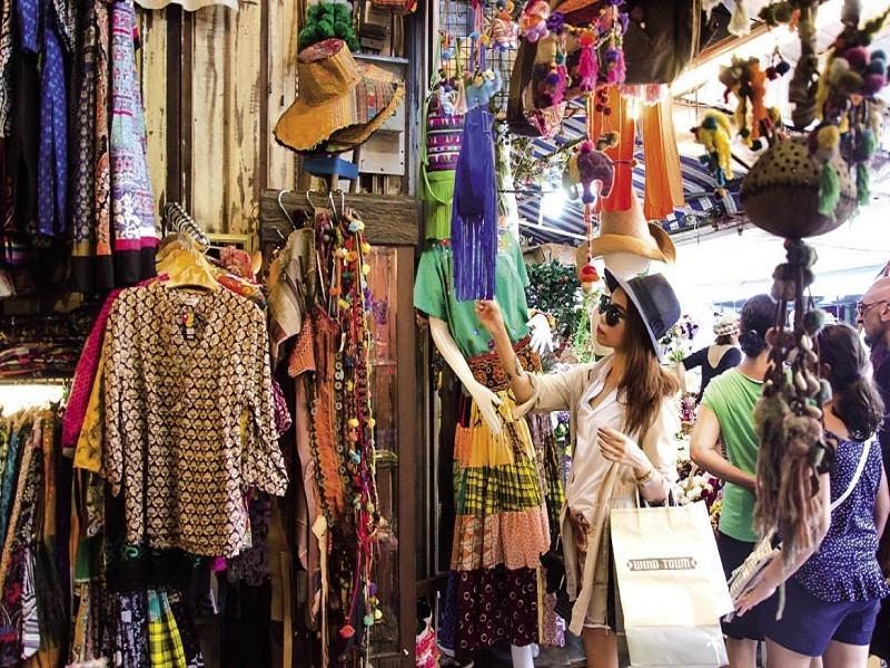 Chợ Chatuchak là một trong các khu chợ lớn nhất và nổi tiếng nhất tại Thái Lan