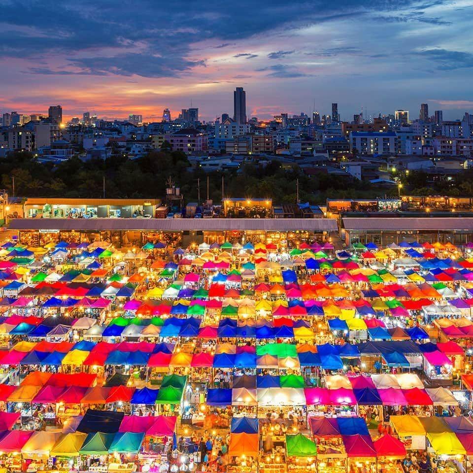 Nếu có cơ hội sang Thái Lan, chợ cuối tuần Chatuchak là nơi bạn không thể bỏ qua
